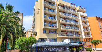 品质门顿地中海酒店 - 芒通 - 建筑