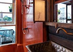 卢瓦拉隆酒店 - 曼谷 - 浴室