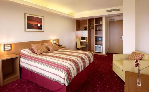 伦敦圣吉尔斯酒店 - 伦敦 - 睡房