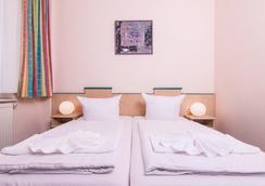 奥丁膳食公寓 - 柏林 - 睡房