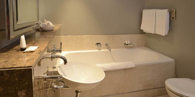 曼德拉罗兹之地水疗酒店 - 开普敦 - 浴室