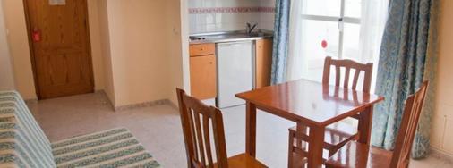 鲁克斯马尔公寓酒店 - 伊维萨镇 - 厨房