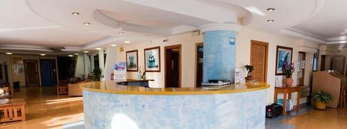鲁克斯马尔公寓酒店 - 伊维萨镇 - 柜台