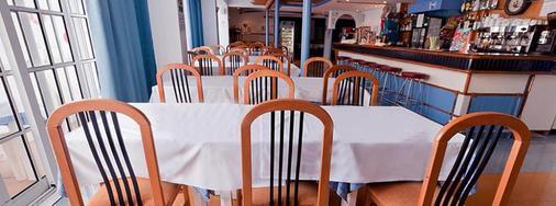 鲁克斯马尔公寓酒店 - 伊维萨镇 - 餐馆