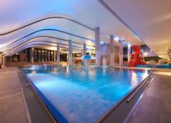 希尔顿希维诺乌伊希切度假村及水疗中心 - 斯维诺乌伊希切 - 游泳池