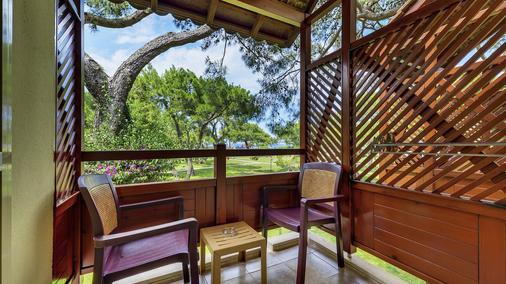 恰姆尤瓦罗宾逊俱乐部酒店 - 式 - 凯麦尔 - 阳台