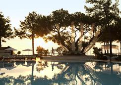 恰姆尤瓦罗宾逊俱乐部酒店 - 式 - 凯麦尔 - 游泳池
