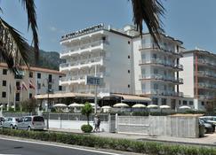 彼得拉二月神酒店 - 马奥莱 - 建筑
