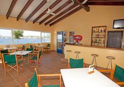 韦斯塔法鲁蓝色港湾公寓 - Sant Lluís - 酒吧