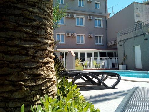 大气磅礴酒店 - 鲁西隆地区卡内 - 游泳池