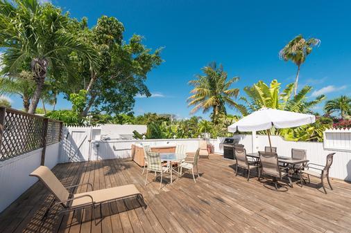 Key West Hospitality Inns - 基韦斯特 - 露台