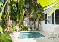 基韦斯特好客旅馆 - 基韦斯特 - 游泳池