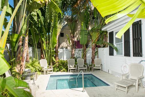 Key West Hospitality Inns - 基韦斯特 - 游泳池