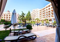 普利莫雷兹格兰德Spa酒店 - Burgas - 游泳池