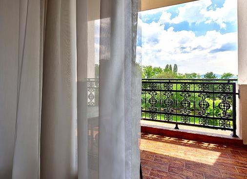 普利莫雷兹温泉大酒店 - 布尔加斯 - 阳台