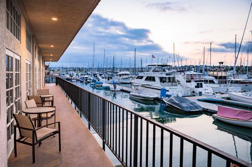 圣地亚哥机场哈勃尔岛希尔顿酒店 - 圣地亚哥 - 阳台