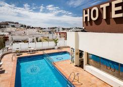 皇家广场酒店 - 伊维萨镇 - 游泳池