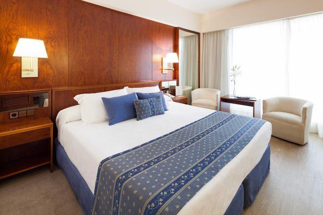 皇家广场酒店 - 伊维萨镇 - 睡房