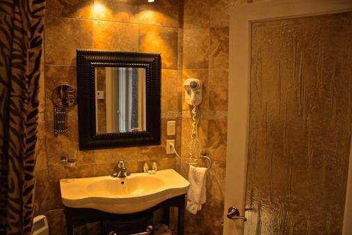 库图玛酒店 - 蒙特利尔 - 浴室
