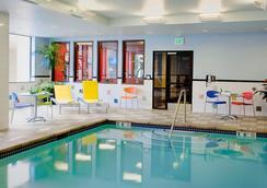 麦克斯韦菠萝住宿酒店 - 西雅图 - 游泳池
