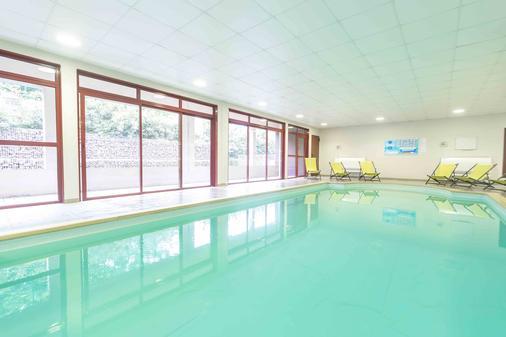 樱红南卡尔卡松公寓式酒店 - Carcassonne - 游泳池