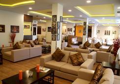 Weekend Hotel Apartments - 马斯喀特 - 大厅