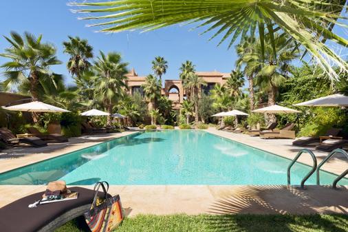提格扎套房酒店 - 马拉喀什 - 游泳池