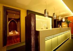 素万那普机场路易斯的小酒馆过境酒店(奇迹中转酒店) - 曼谷 - 水疗中心