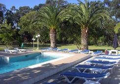 爱考达乡村酒店 - Peniche - 游泳池