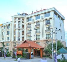 阿亚尔瓦蒂河景酒店