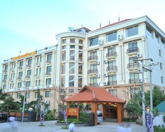 缅甸伊洛瓦底江河海景酒店 - 曼德勒 - 建筑