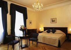 国宾酒店 - 维也纳 - 睡房
