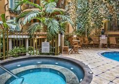 皇宫酒店 - 魁北克市 - 游泳池