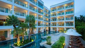普吉岛查纳莱浪漫度假酒店 - 卡伦海滩 - 建筑