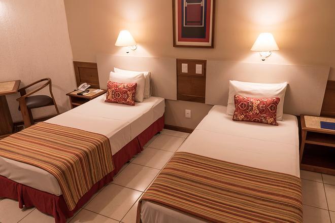 塔曼达雷广场酒店 - 戈亚尼亚 - 睡房