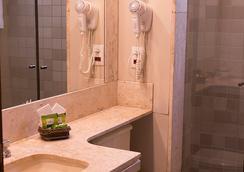 塔曼达雷广场酒店 - 戈亚尼亚 - 浴室