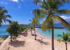 拉克里奥尔海滩酒店及水疗中心 - Le Gosier - 海滩