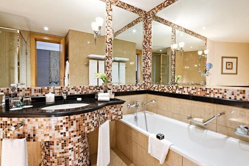 迪拜费尔蒙特酒店 - 迪拜 - 浴室
