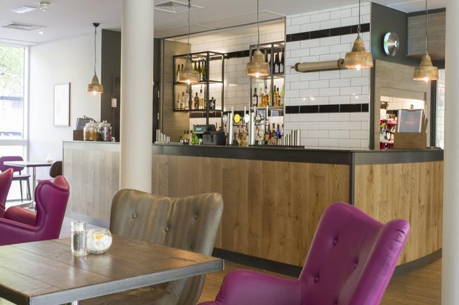 希尔顿花园布里斯托尔市中心旅馆 - 布里斯托 - 自助餐