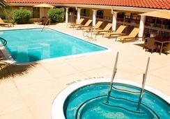 万怡酒店休斯顿 - 西部大学 - 休斯顿 - 游泳池