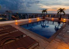 阿德利亚诺波利斯全套房酒店 - 马瑙斯 - 游泳池