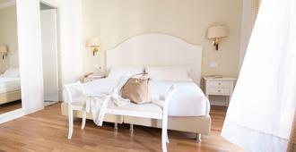 比萨杜尔墨大酒店 - 比萨 - 睡房