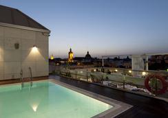 塞维利亚中心酒店 - 塞维利亚 - 游泳池