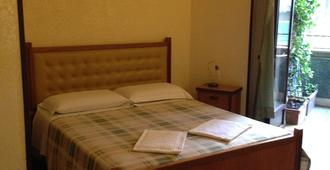 罗马卡利奥拉度假村 - 罗马 - 睡房