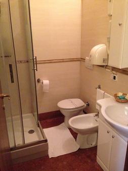 卡丽歌拉度假村 - 罗马 - 浴室
