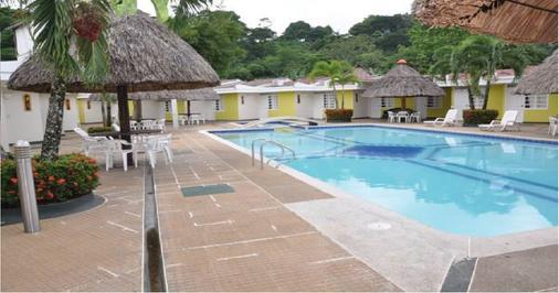 比亚维森西奥圣巴巴拉乡村酒店 - 比亚维森西奥 - 游泳池