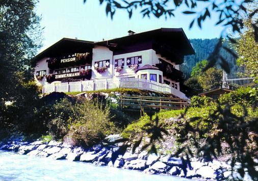 齐默尔曼加尼木屋酒店 - 基茨比厄尔 - 建筑