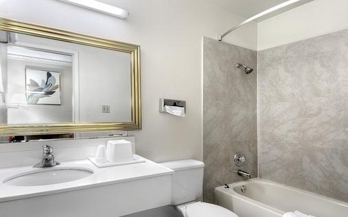 霍华德约翰逊拉斯维加斯大道酒店 - 拉斯维加斯 - 浴室