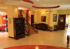 乐城堡酒店 - 馬拿瓜 - 大厅