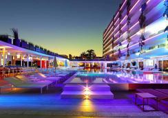 乌斯怀亚伊维萨海滩酒店-仅限成人 - Sant Jordi de ses Salines - 游泳池